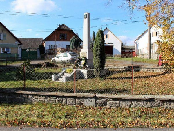 Pomníky padlým v Nalžovských Horách.