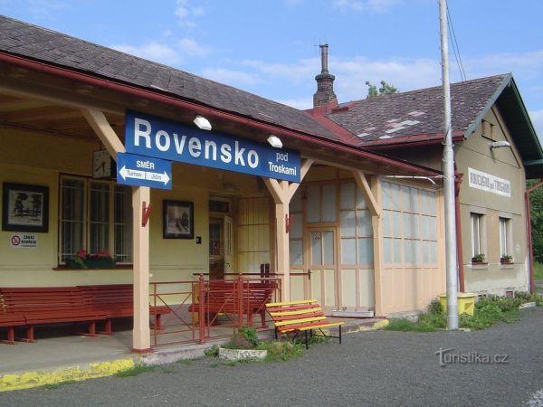 Rovensko pod Troskami - železniční stanice