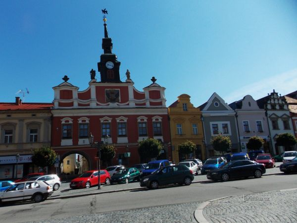 Stará radnice na Resselově náměstí v Chrudimi