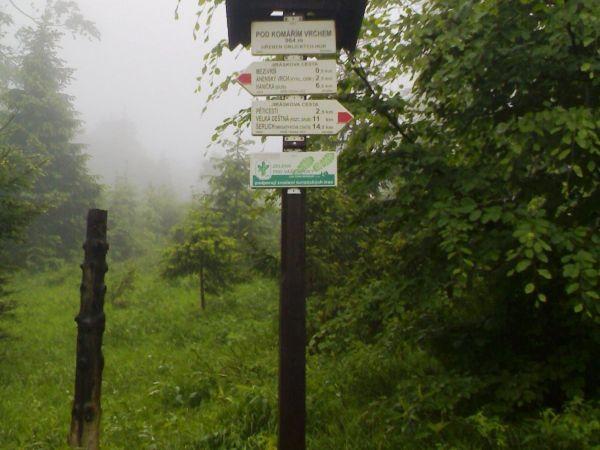 turistické rozcestí Komáří vrch