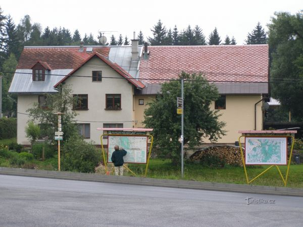turistické rozcestí Pastviny - křižovatka, bus