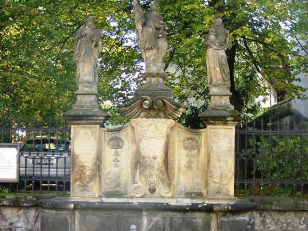 Turnov - kašna se sochou sv. Václava