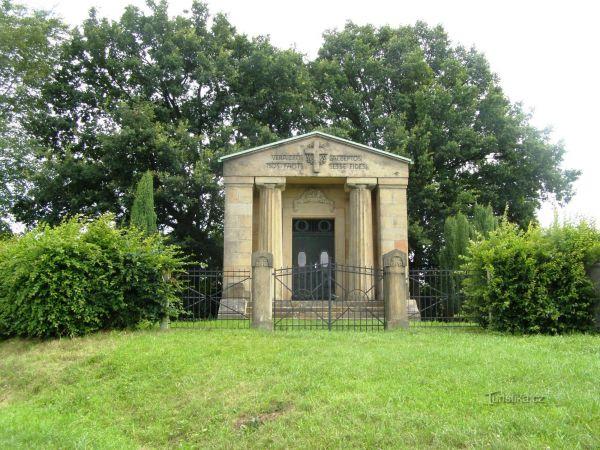 Veliš - mauzoleum rodu Schliků