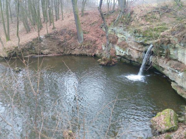 Vodní dílo a vodopád