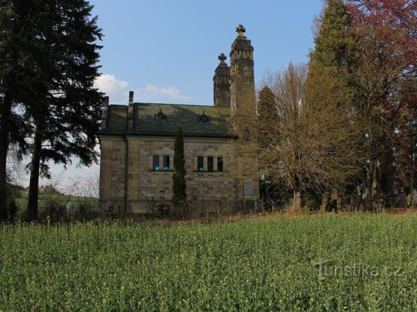 Vojenský hřbitov u Kbelnice.