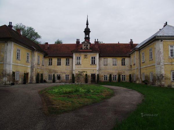 Vokšice – zámek a galerie Kovošrotu