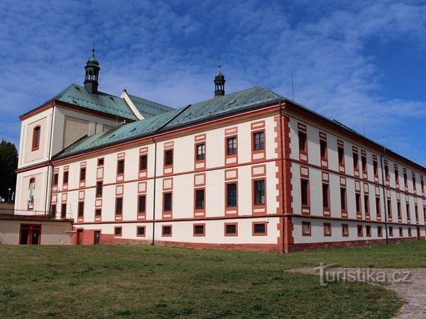 Vrchlabí, klášter a kostel sv. Augustina.