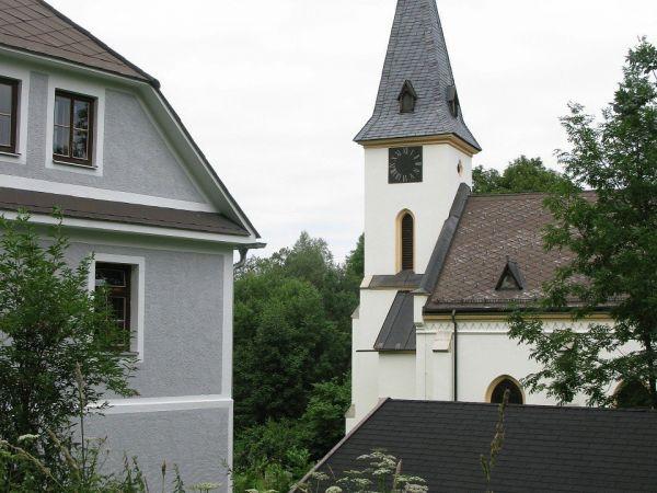 Zadní Zvonková - opravený kostel a muzeum, zaniklá obec