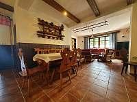Společenská místnost - chata k pronajmutí Kunčice