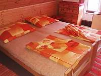 ložnce v podkroví - třílůžková - pronájem chaty Hostice