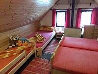 ložnice v podkroví, čtyřlůžková ( 1 lůžko dětské) - chata k pronajmutí Hostice