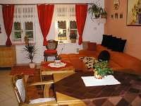 společenská místnost - chata k pronajmutí Hostice