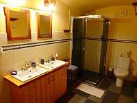 koupelna + WC - chalupa k pronajmutí Chrastice