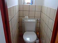 samostatné WC - Chrastice