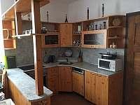 Kuchyň se sporákem, myčkou a nádobím - pro ty, kteří rádi vaří :-) - chalupa ubytování Jeseník