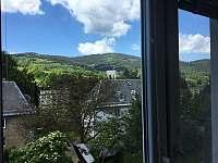 Výhled z ložnice v prvním patře - pronájem chalupy Jeseník