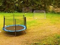 Trampolína + hriště na fotbal - chata ubytování Přemyslov