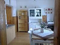 kuchyně - chalupa k pronájmu Branná
