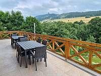 Terasa s výhledem na údolí - chalupa ubytování Dolní Morava