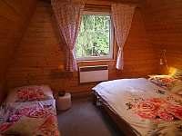 """""""dřevěná"""" ložnice"""