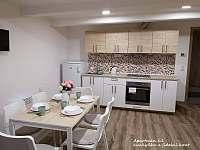 Apartmán č. 1,kuchyňka a jídelní kout - Malá Morávka