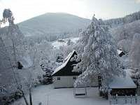 pohled na chatu ze zahrady - Filipovice