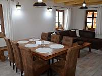 Obývací část + jídelní kout - chalupa k pronajmutí Filipovice