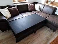 Obývací část - rozkládací gauč - chalupa k pronájmu Filipovice