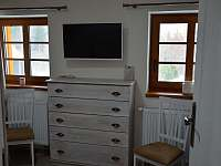Podkroví - čtyřlůžkový pokoj (2x manželská postel) - Filipovice