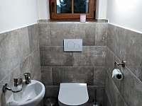 WC - přízemí - chalupa k pronajmutí Filipovice