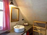 Koupelna v podkroví - chalupa k pronájmu Hynčice pod Sušinou