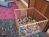 dětský koutek na chatě vernířce - chalupa k pronájmu