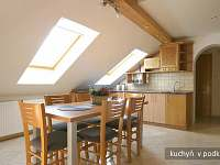 Kuchyně s jídelním stolem, podkroví