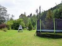 Pohled do zahrady - pronájem chalupy Holčovice - Komora