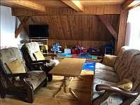 obývací pokoj - chalupa k pronájmu Rudná pod Pradědem