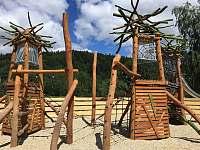 Krásné hřiště v areálu Kareš, 800m,