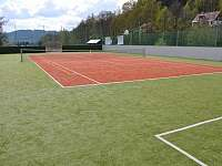 tenisové kurty - areál Kareš 800m