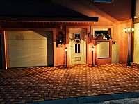 Čelní strana domu - pronájem rekreačního domu Vajglov