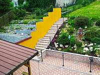 Dvorek se zahradou - Vajglov