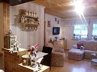 Obývací pokoj v prvním nadpodlaží. - rekreační dům ubytování Vajglov