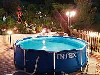 Večerní koupání v bazénu - Vajglov