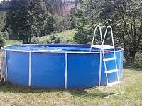 zahrada, bazén - chata k pronájmu Stříbrnice