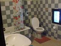 Koupelna v .1.patro - rekreační dům k pronájmu Ostružná