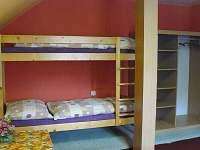 Pokoj č.3 -4lůžkový / manželská ,jedna patrová - pronájem rekreačního domu Ostružná