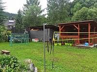 Posezení,hřiště ,Pískoviště ,dokončené - rekreační dům k pronájmu Ostružná