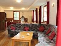 Společenská místnost s kuchyní - chata ubytování Kouty nad Desnou