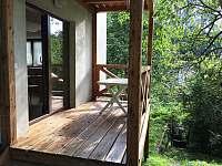 Chalupa Pod lesem - Pergola- vstup z obýváku - ubytování Hanušovice
