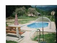 Bazén s posezením - chata k pronájmu Vernířovice