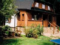 Nová dřevěná přístavba s venkovním posezením - chata k pronajmutí Vernířovice