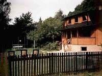 Zahrada s trampolínou a ping-pongem - chata k pronajmutí Vernířovice
